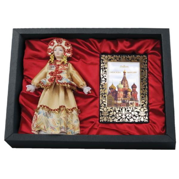 Подарочный набор «Только в России»: кукла декоративная, шоколадные конфеты «Конфаэль»