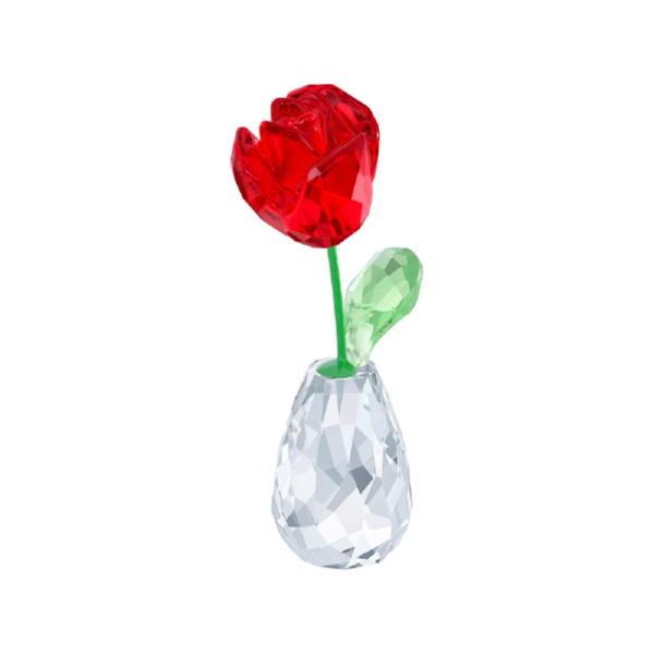 Красная роза в вазе